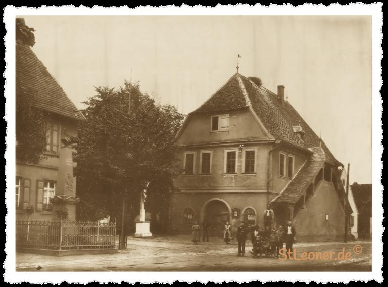 Altes Rathaus mit Kriegerdenkmal ca. 1909